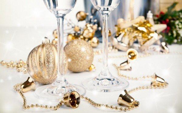 Сервированный новогодний стол