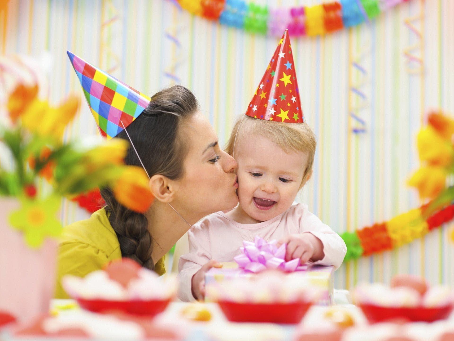 Как выбрать подарок мальчику на первый день рождения