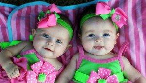 Двойня девочек
