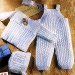 Вязаный костюм для новоржденного