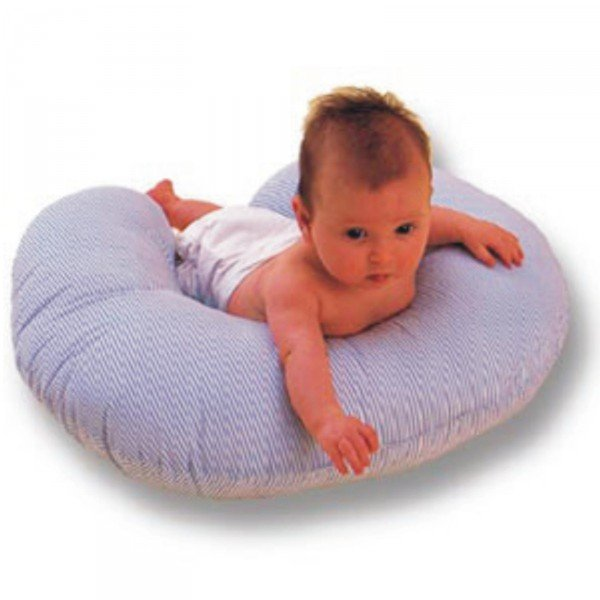 малыш на подушке