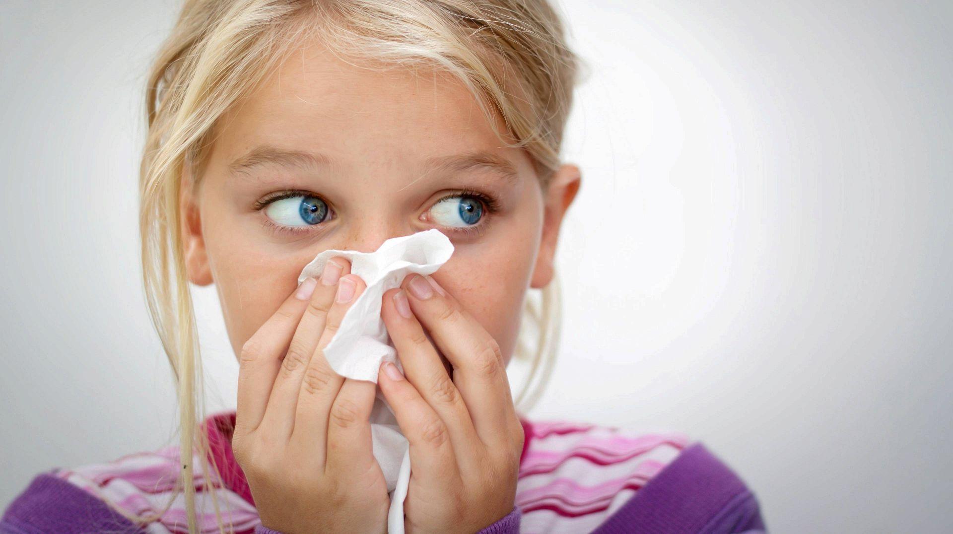 Почему идёт кровь из носа у ребёнка и как её правильно остановить?