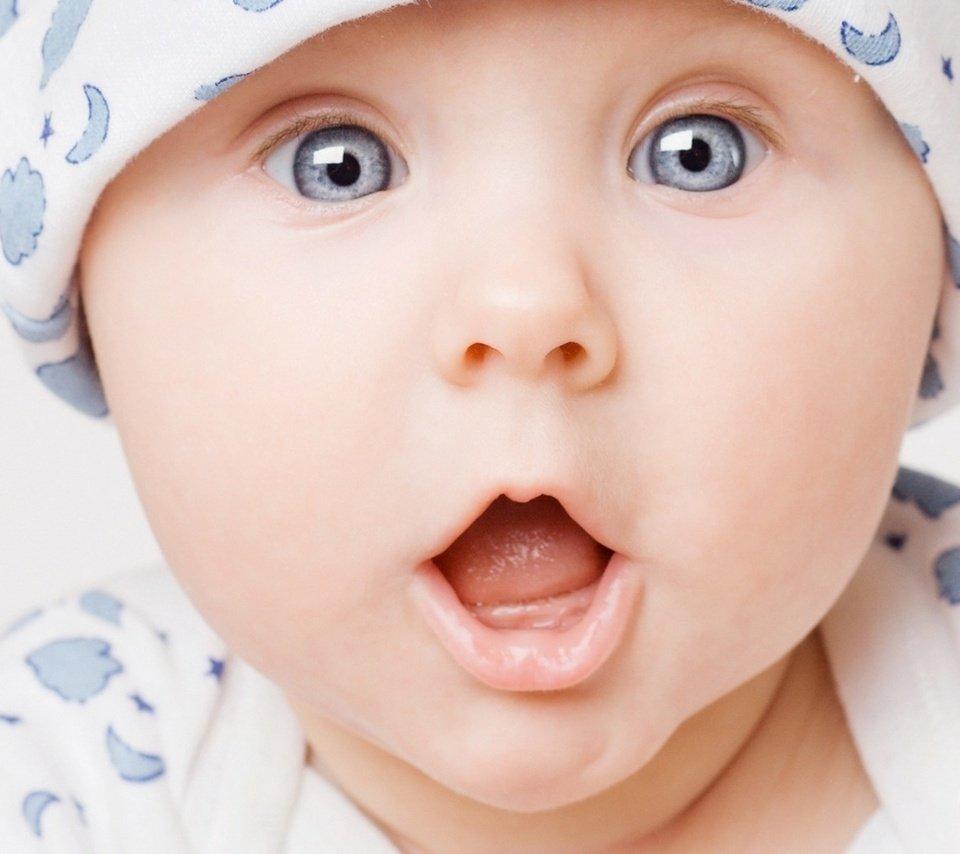 новорождённый ребёнок глаза