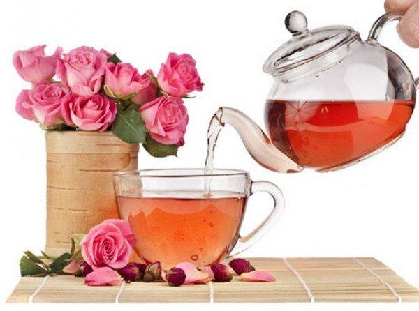 Иван-чай с лепестками и бутонами шиповника