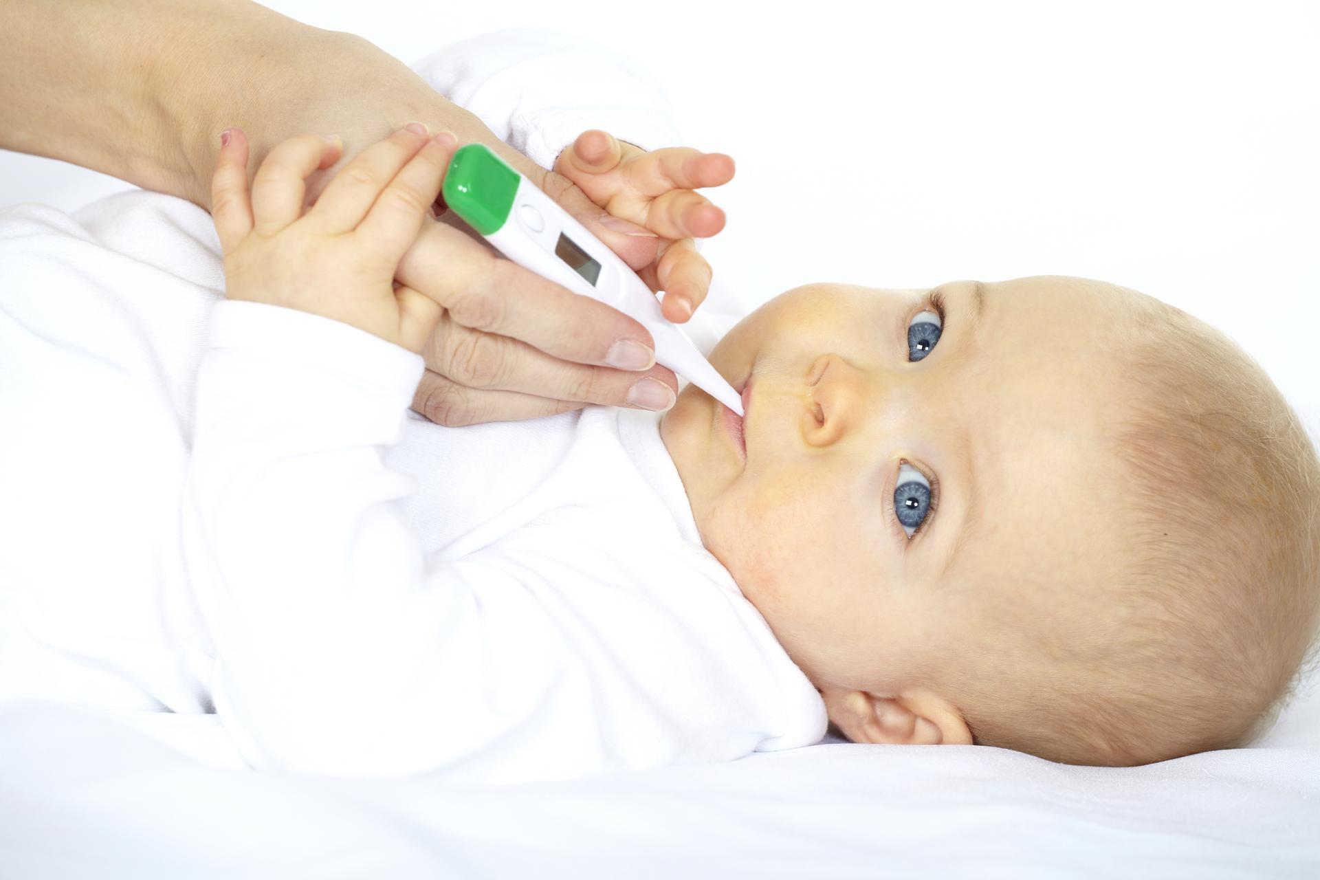 Температура у детей при прорезывании зубов: что делать?