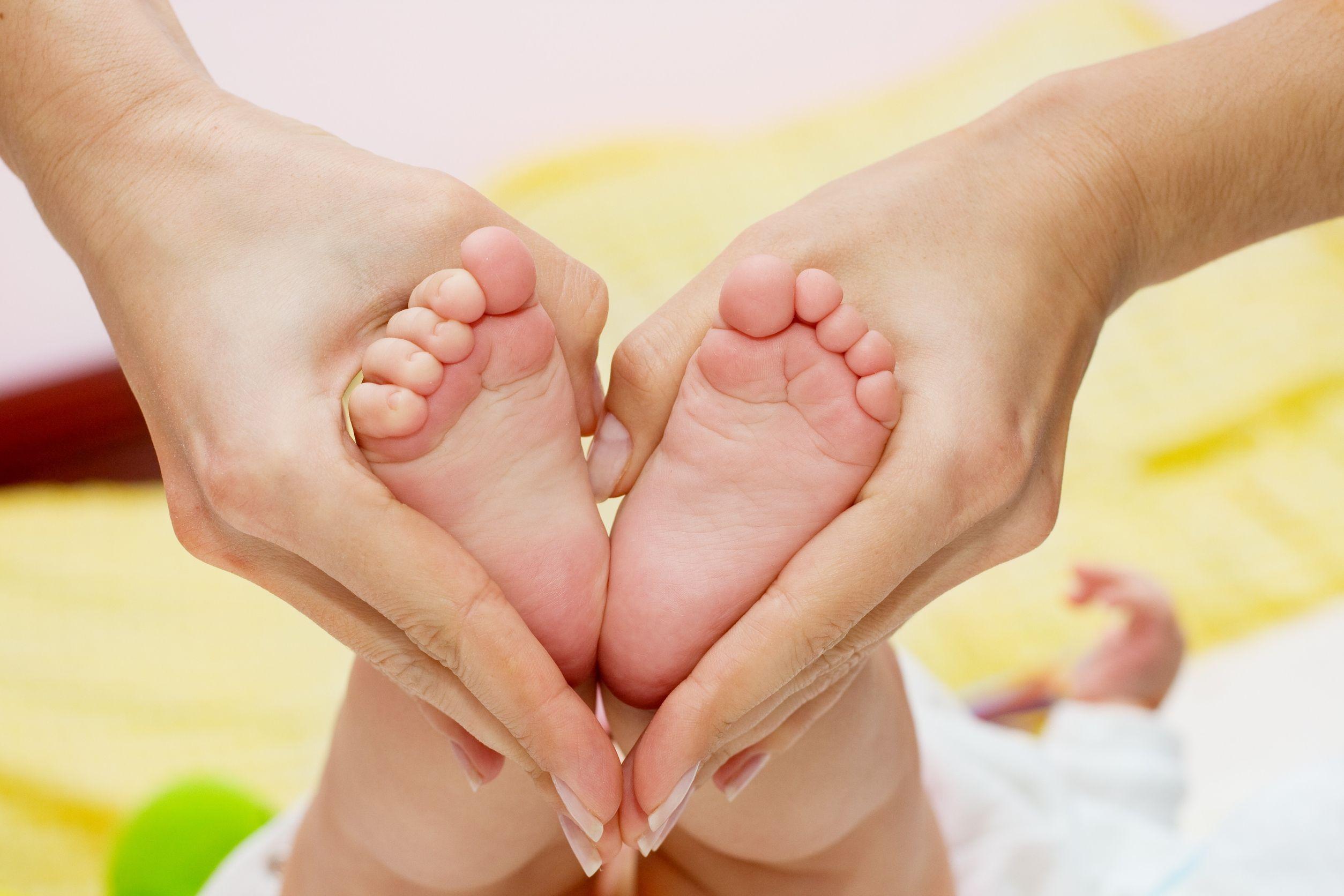 Как сделать в домашних условиях эффективный массаж стоп ребенку