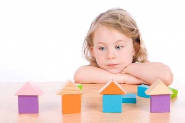 Ребёнок и кубики