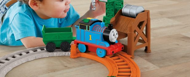 Ребенок и развивающая игрушка