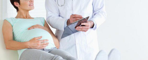 беременная женщина на консультации