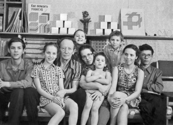 Семья Никитиных