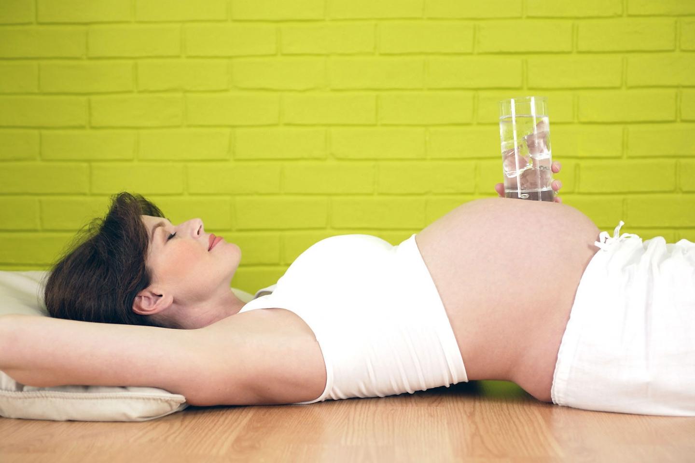 Чем снять отёки с ног при беременности в домашних условиях