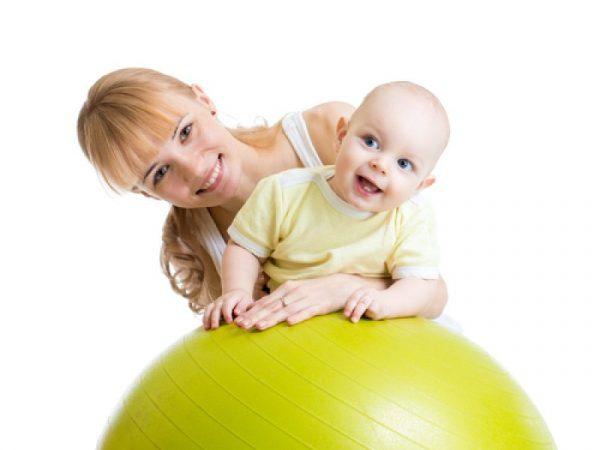 Гимнастика с ребёнком на фитболе