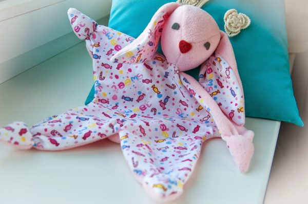 Первая игрушка для новорожденных своими руками