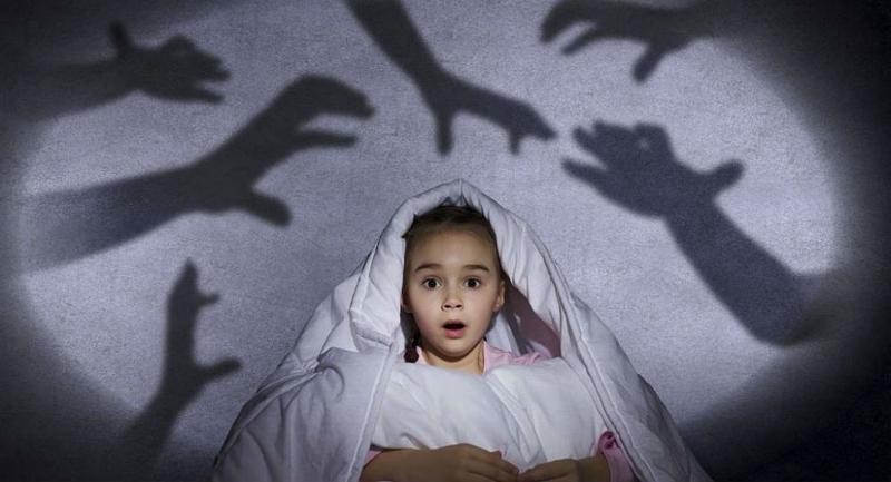 Ребёнок боится спать один: причины страха и 9 способов его преодолеть