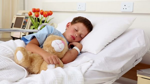 Ребёнок в больничной палате