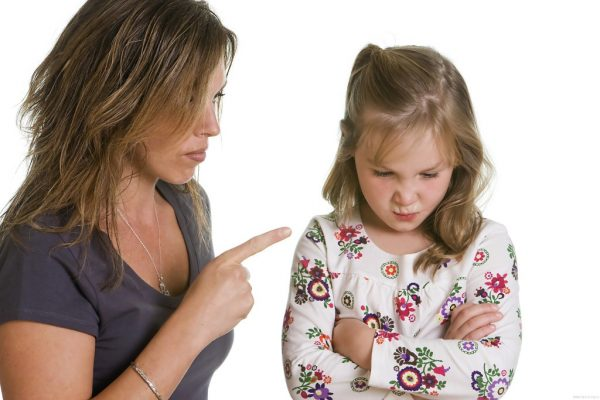Мама упрекает дочь