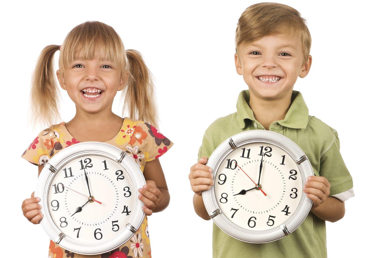 Как легко и интересно научить ребёнка понимать время на часах со стрелками