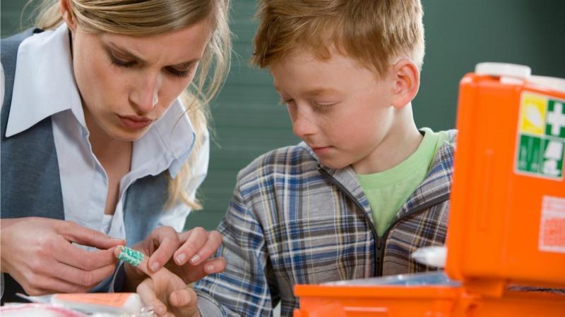 Занозы у детей: способы извлечения
