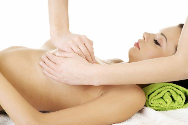 Лечебный массаж груди при лактостазе