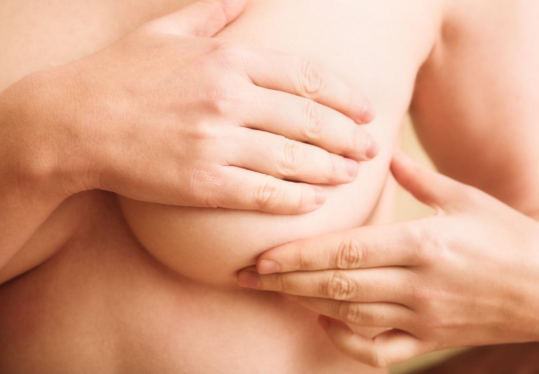 Польза массажа груди для улучшения лактации, его виды и техники