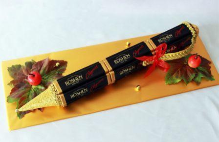 Ручка из шоколадок в подарок