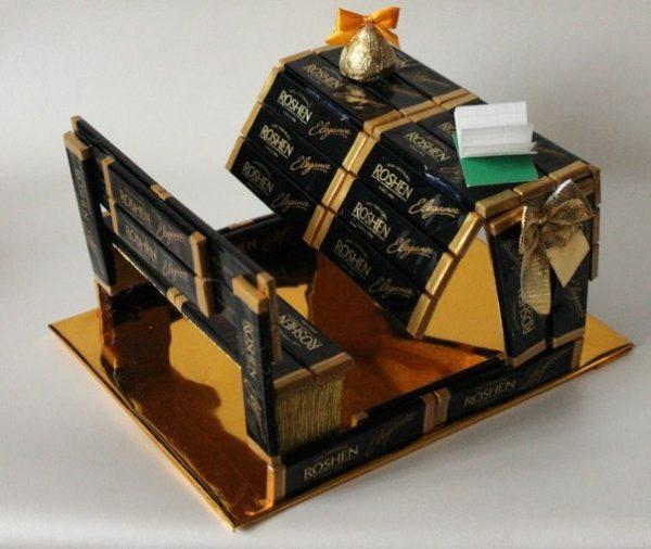 Скамья и парта из шоколадок в подарок