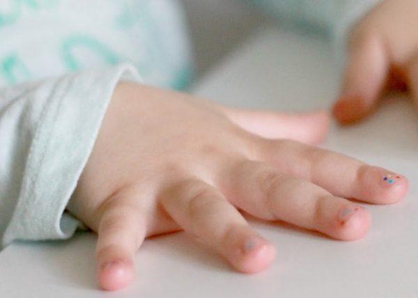Ногти маленького ребёнка