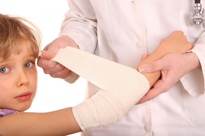 Чем опасен укус собаки для ребёнка: воспаление раны, столбняк, бешенство