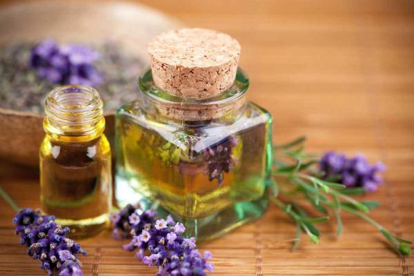 Сосуды с маслом оливы
