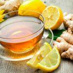 Чашка имбирного чая с лимоном