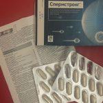 Упаковка, таблетки и инструкция Спермстронга лежат на столе